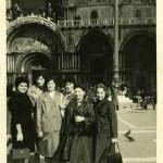 amiche fotografate in piazza san Marco